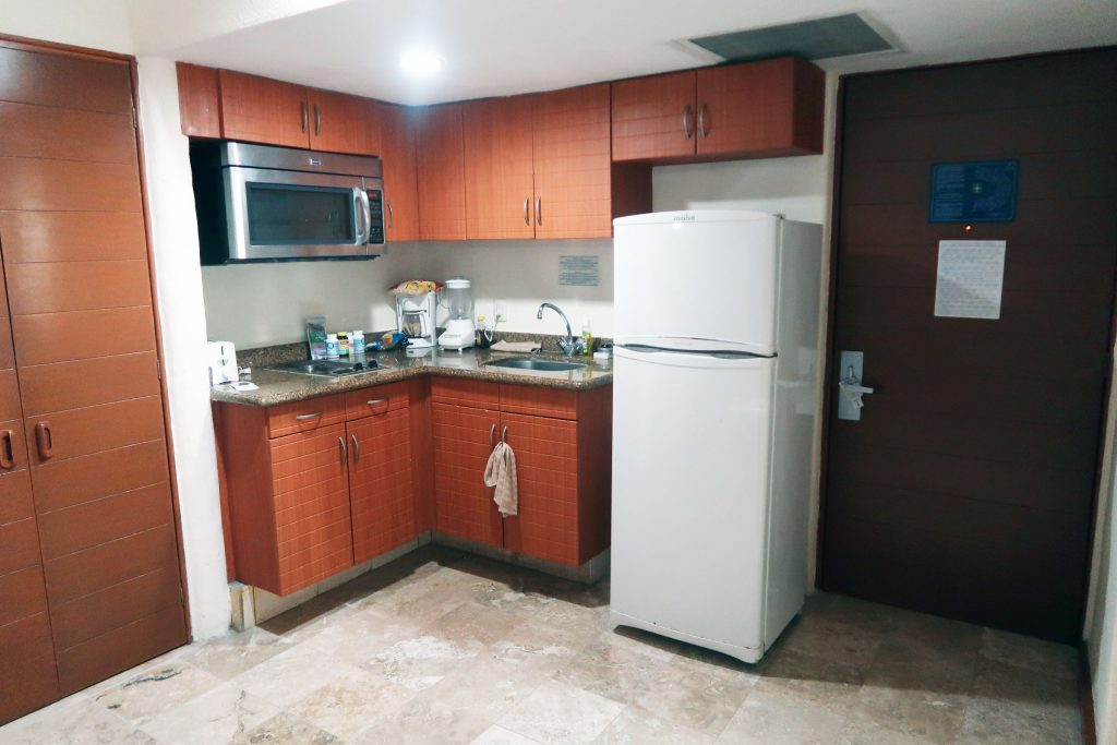 Partial kitchen in the Plaza Pelicanos Grand Beach Resort studio room. Cooking accommodations at the Plaza Pelicanos Puerto Vallarta. Ready to cook some grub at the Plaza Pelicanos time share?
